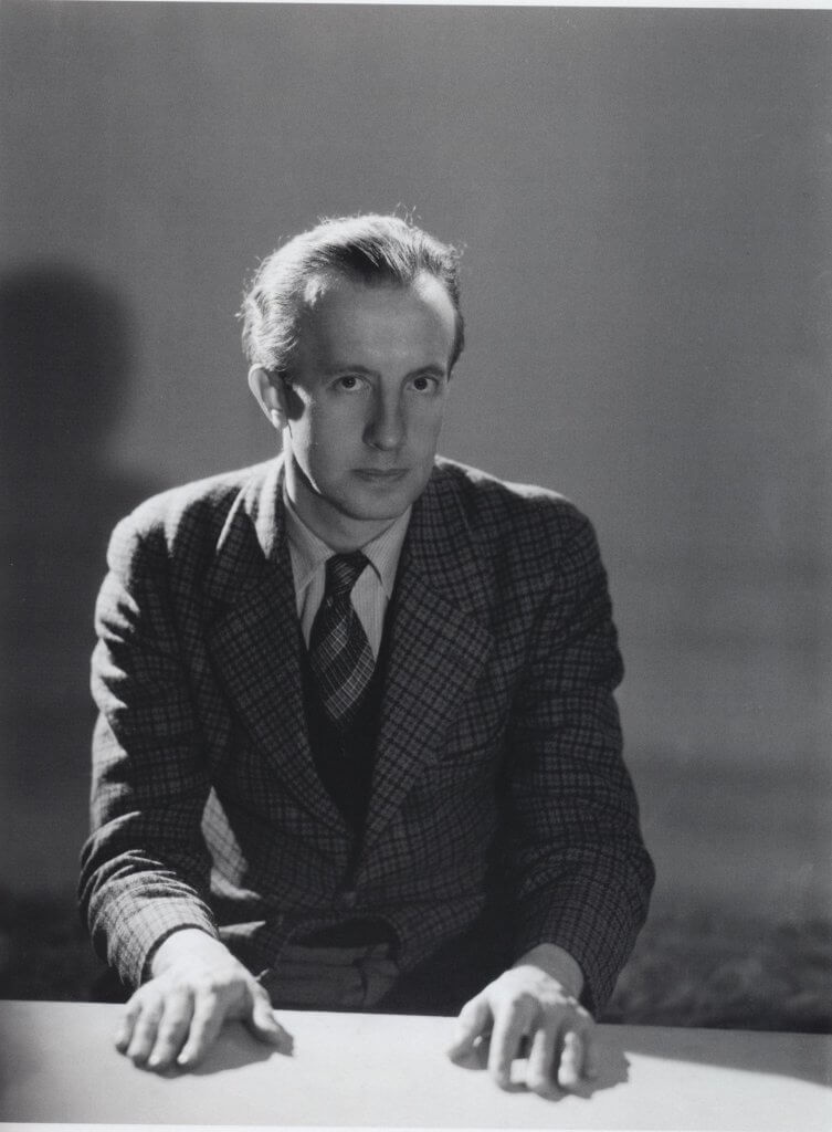Paul Éluard'ın gençliğinden siyah beyaz bir fotoğraf.