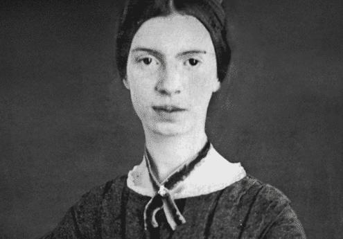 Emily Dickinson'ın portre şeklinde çekilmiş bir fotoğrafı.