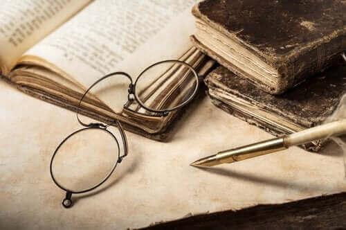 gözlük ve kitaplar