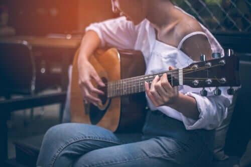 yeni nöronlar üretmek için gitar çalmak