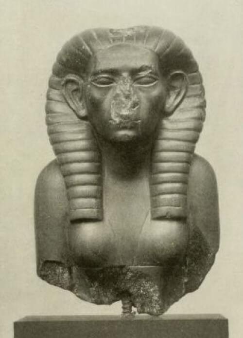 Berlin'deki Mısır Müzesindeki bir Sobekneferu heykeli.