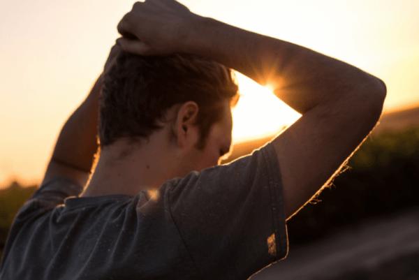 umutsuzluk ve depresyon yaşayan adam