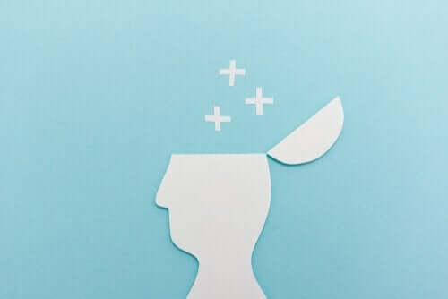 Kafatası açık, kafasından artı işaretleri çıkan bir insan çizimi.