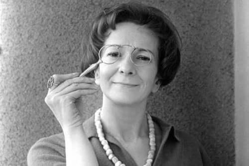 Wisława Szymborska'nın bir gençlik fotoğrafı.