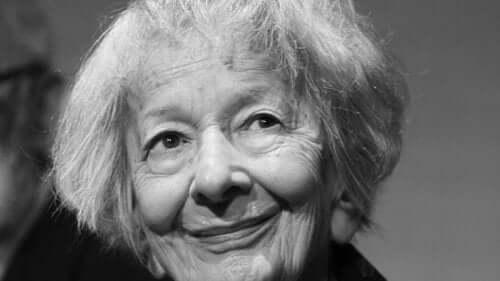Wisława Szymborska'nın yaşlılığından bir fotoğraf.
