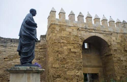 Kendisine komplo kurmakla suçladığı Seneca'nın ölüm emrini öğrencisi Nero verdi.
