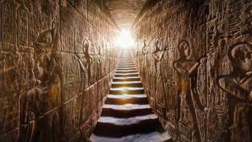 Piramidin içi