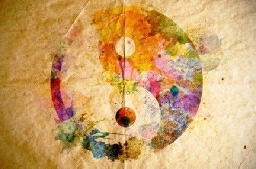 Sulu boya bir yin ve yang resmi.