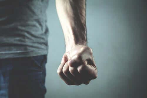 İnsan Şiddeti: Neden Ortadan Kaldıramıyoruz?