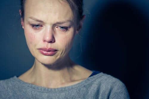 Ağlayan bir kadın.