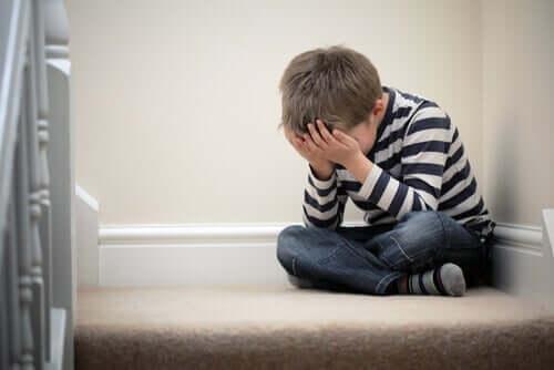Anksiyete problemleri olan bir çocuk.