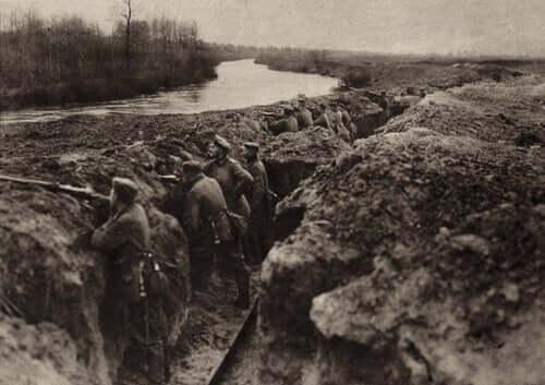 I. Dünya Savaşı sırasında cephedeki askerler.
