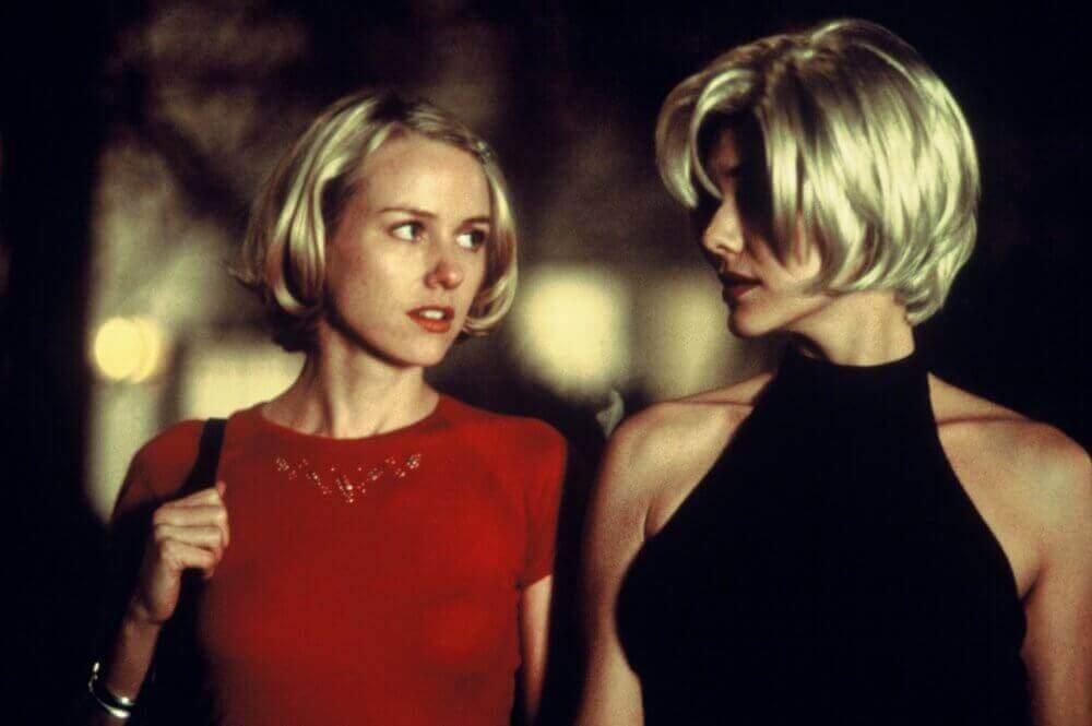 İki kadın konuşuyor
