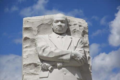 Bir Martin Luther King Jr. heykeli.