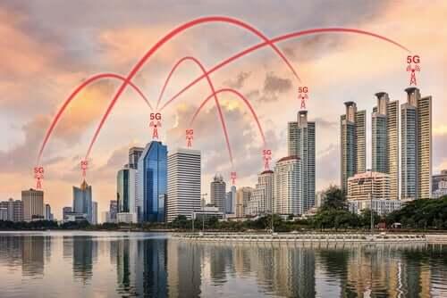 5G ağları ile birbirine bağlanan binalar.