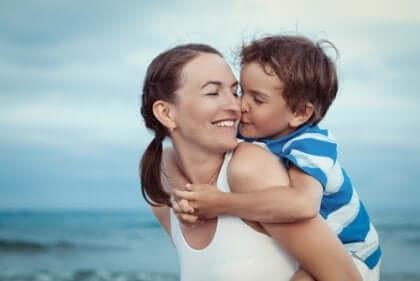Birçok insan ebeveynlerin çocukları için hissettikleri sevginin, derin, otantik, koşulsuz sevginin en iyi örneği olduğunu savunuyor.