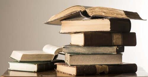 Eski kitaplar bir arada