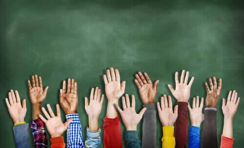 Farklı eller ve insanlar