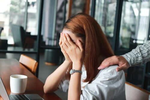 Ofisteki kadın ve anksiyete