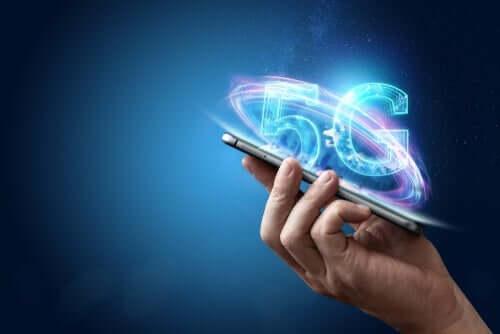 5G teknolojisine sahip olan bir telefon.