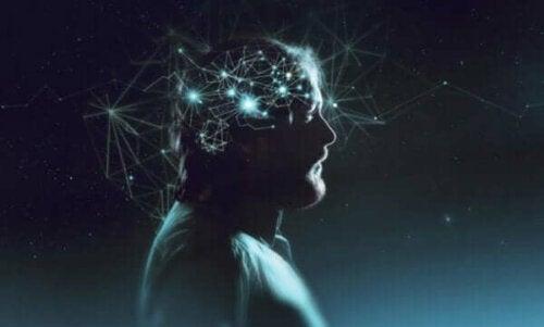 Beyni elektrik ağları ile dolu bir adam.