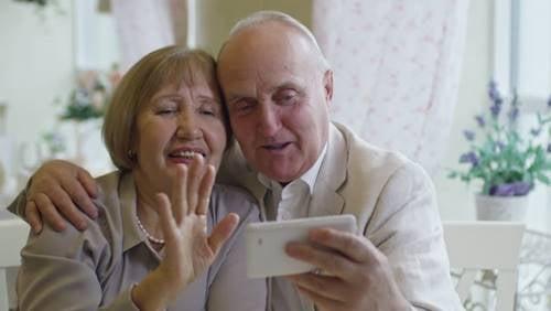 Karantina Sırasında Dedeleriniz ve Ninelerinizle İletişimde Kalmak