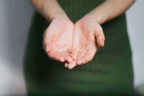 Kadın ve elleri