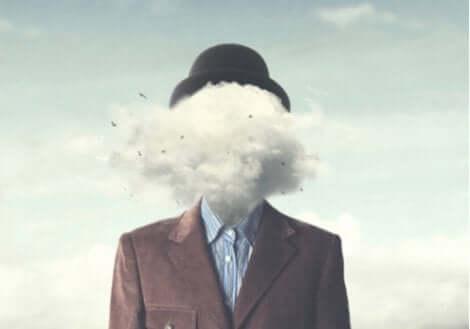 Kafası bulut olan adam