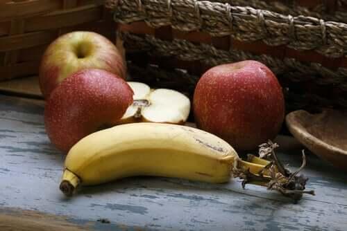 Elma ve muz.