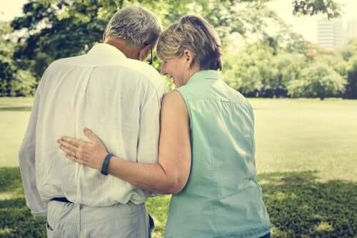 Yaşlılık döneminde de aşk en az gençlikteki gibi yaşanabilir.