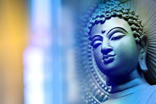 Bir Budist heykel.