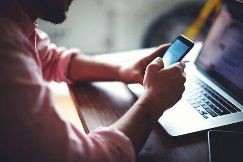Teknolojiye erişim sahibi ve bu konuda eğitimli insanlar iş gücü piyasasında imtiyaz sahibidir.