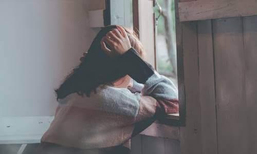 Üzgün bir kadın