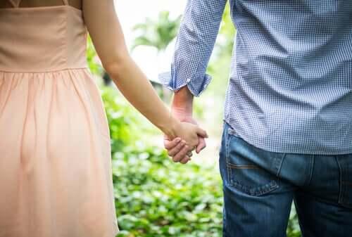 Çocukluktaki Bağlanma Türü Romantik İlişkilerinizi Etkiler mi?