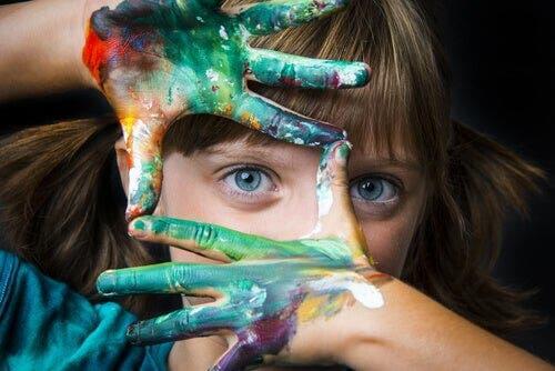 Çocuğunuzun yaratıcılığını geliştirmek için aktif katılım göstermelisiniz.