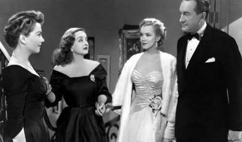 Bette Davis'in oynadığı bir filmden bir sahne.