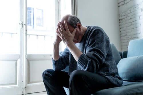 üzgün görünen bir adam