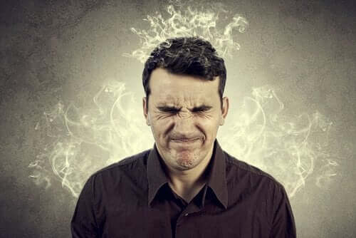 güvensizliğin etkisi ile beyni yanan adam
