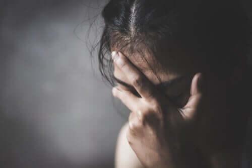 büyük bir depresyon içindeki kadın