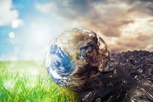 Dünyanın yavaşça bir çöplüğe dönüştüğünü temsil eden bir görsel.
