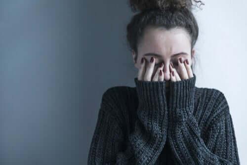 Aston Hall psikaytri hastanesi: üzgün bir kadın