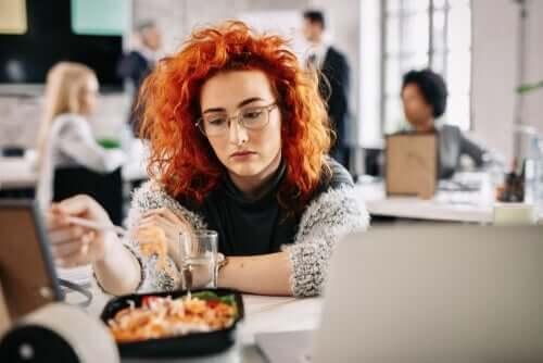 Can Sıkıntısından Yemek: Nedir ve Neden Gerçekleşir