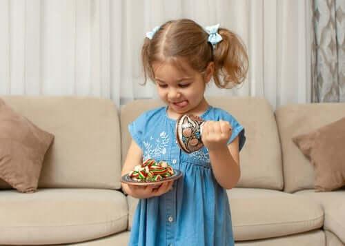 Çocuklarda Otokontrol: Meyve Atıştırmalığı Meydan Okuması
