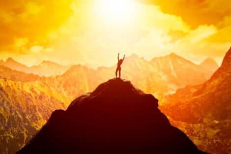 dağın tepesindeki kadın
