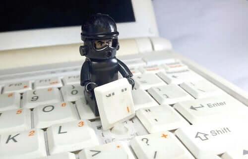 İnternet Dolandırıcılığı Psikolojisi: E-mail'ler Tehlikeli Olduğunda