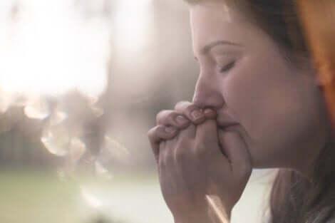 üzgün kadın ve anksiyeteyi azaltmak
