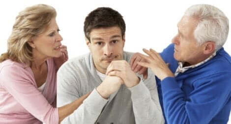 Yetişkin cocuklar ve ailelerinin onlar üzerine tartışmaları