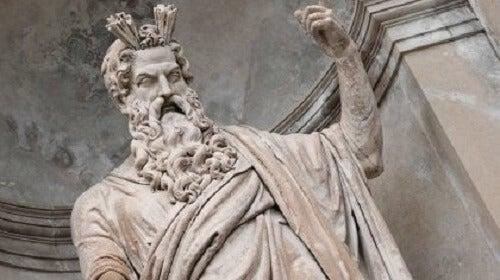 Bir Zeus heykeli.