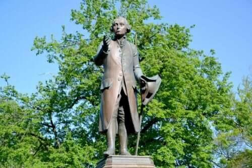 Kaliningrad'da bulunan Kant heykeli