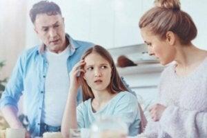 Şefkatsiz ve Aşırı Korumacı Ebeveynler